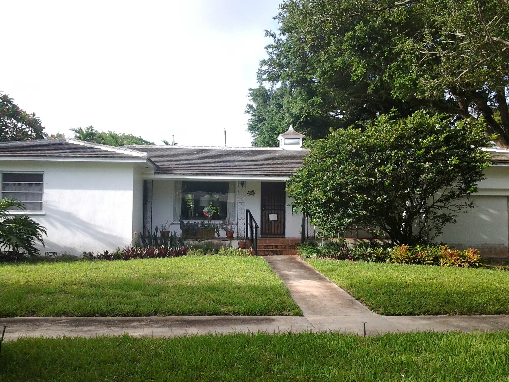 Miami Shores, FL - Brandon and Gary preassure cleaning roof