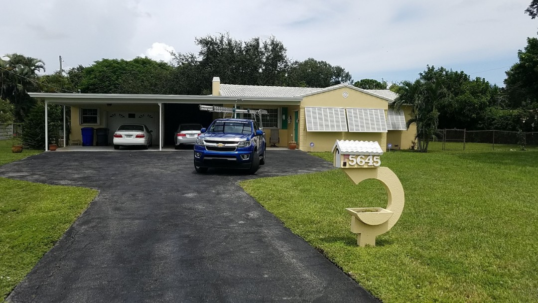 Hollywood, FL - Roof cleaning and maintenance estimate in Hollywood, FL