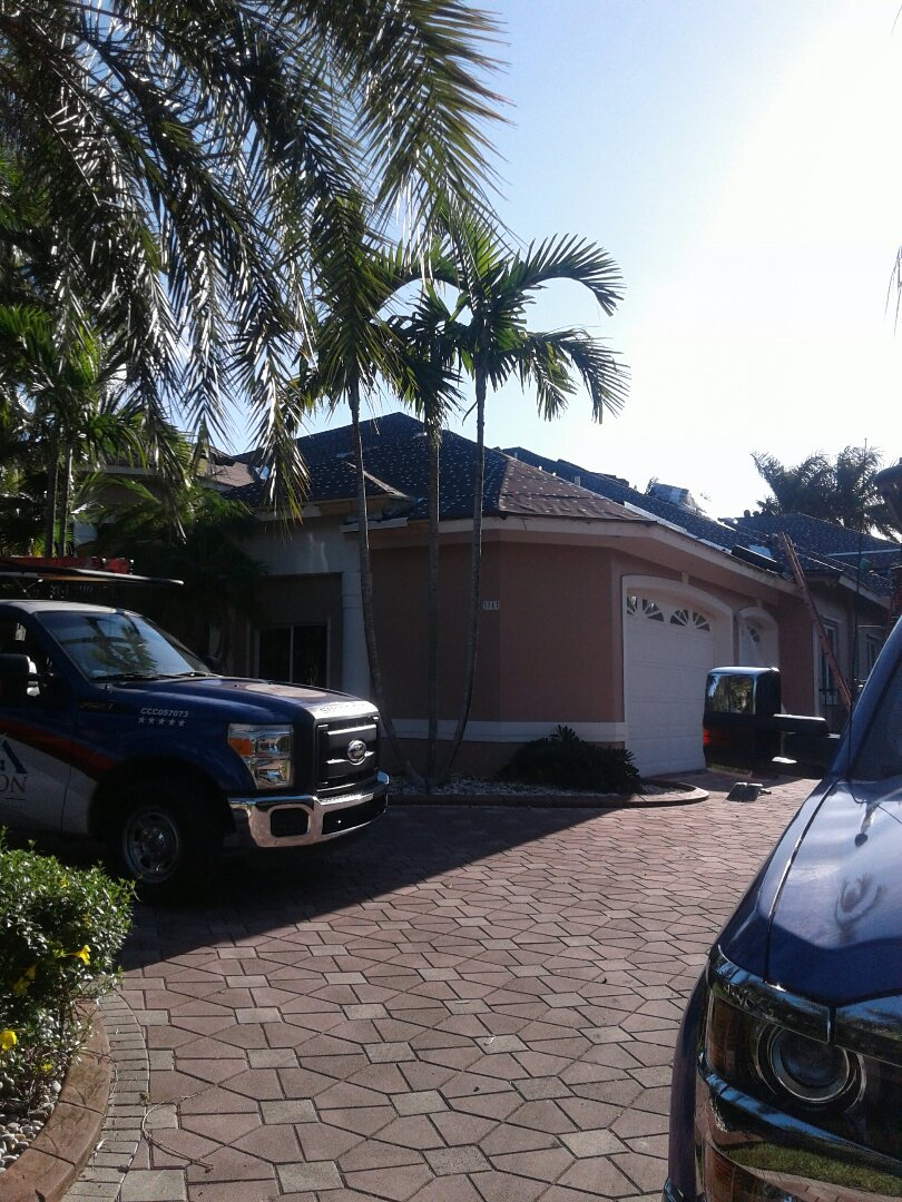Weston, FL - Re Roof Inn by Earl W Johnston roofing company this roof is being done by Earl W Johnston Roofing