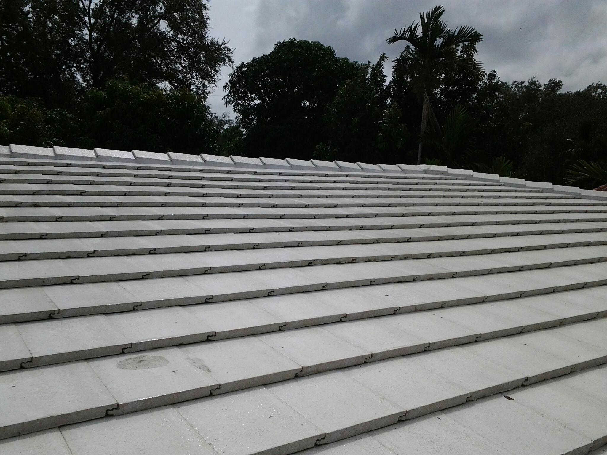 Miami Shores, FL - Clean roof
