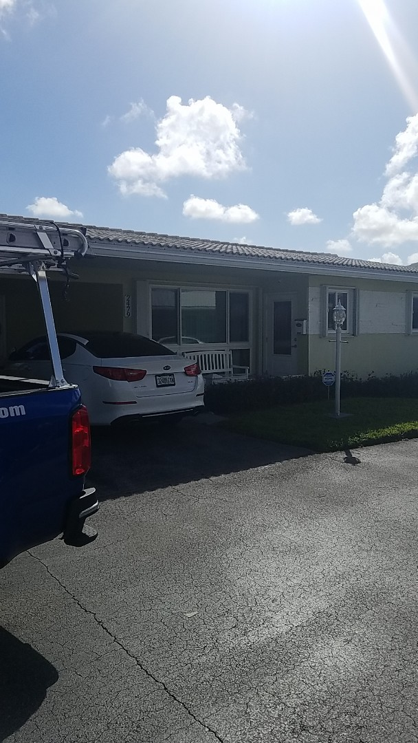 Hollywood, FL - Tile roof roof a cide treatment estimate by Earl Johnston Roofing