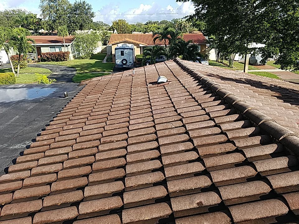 Hollywood, FL - Tile and flat re-roof estimate in Hollywood, FL