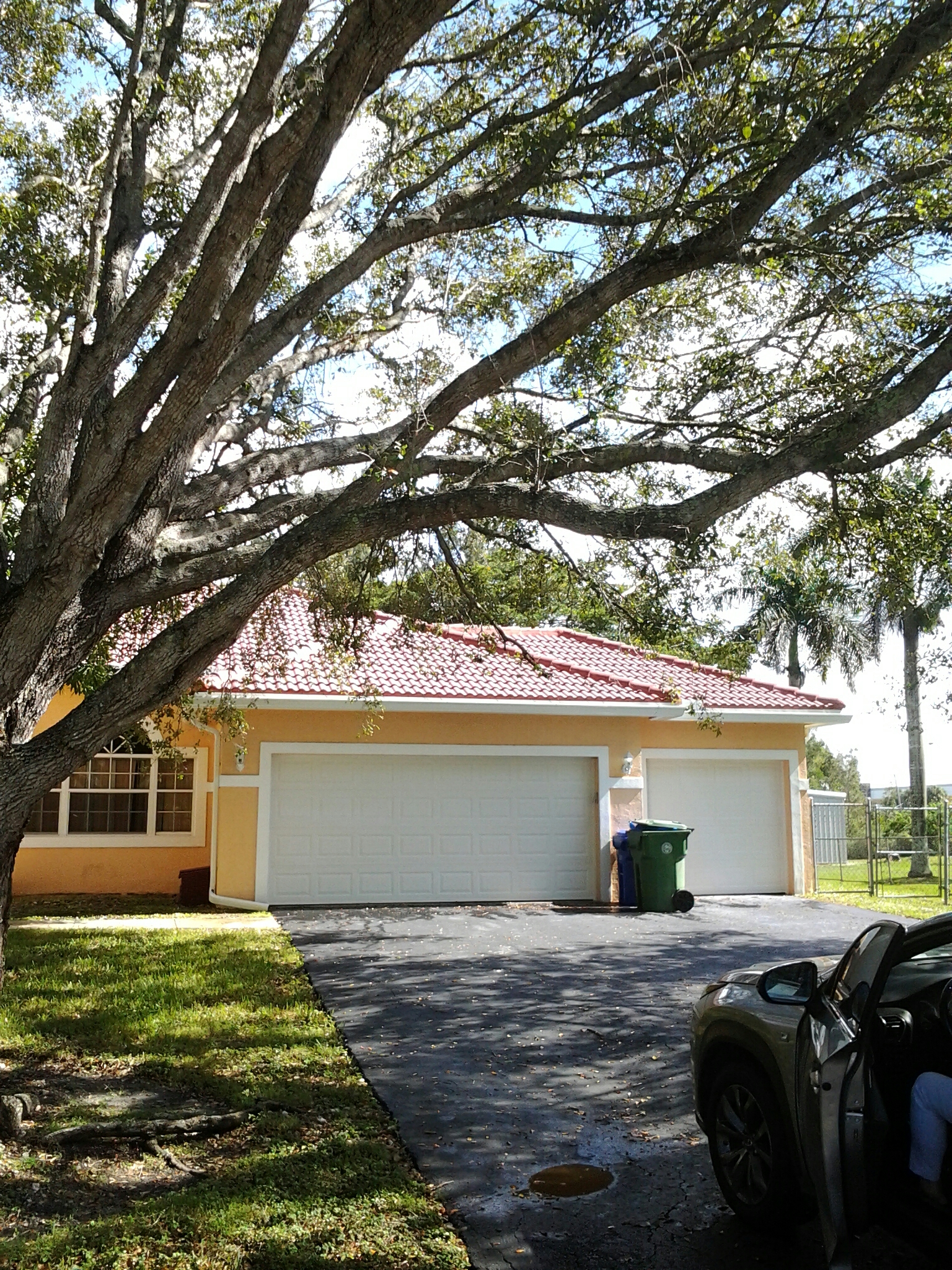 Southwest Ranches, FL - Roof a cide