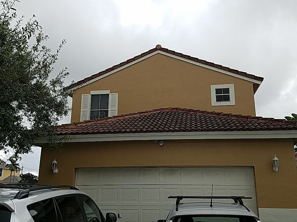 Professional roof cleaning and maintenance estimate in Pembroke Pines Florida