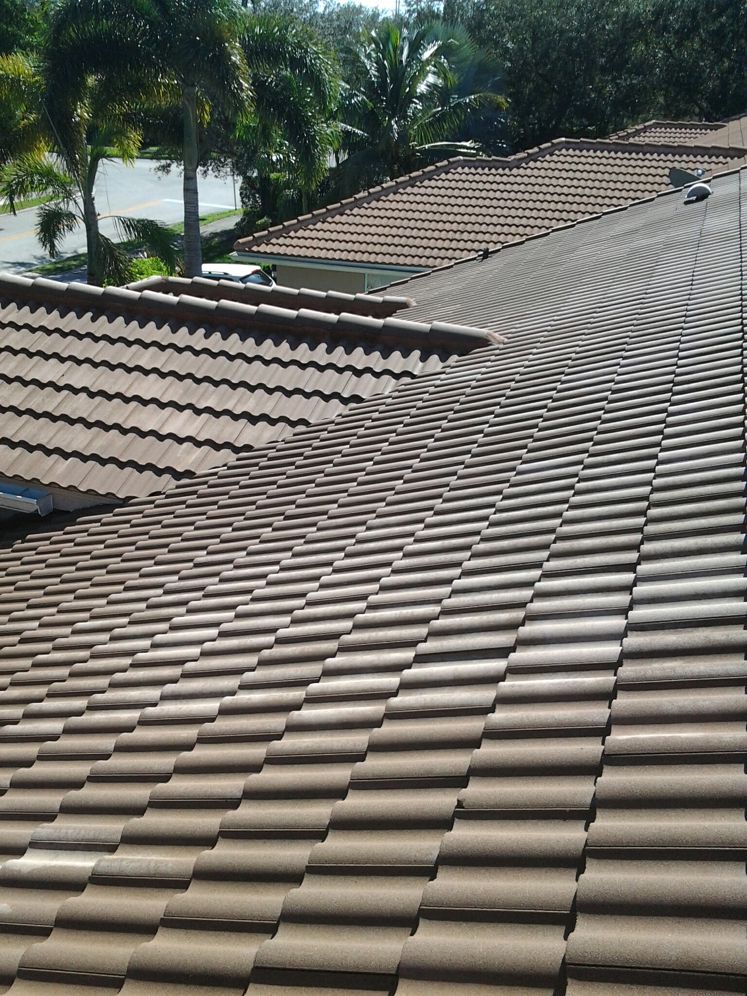 Coral Springs, FL - Pressure clean and roof a cide roof