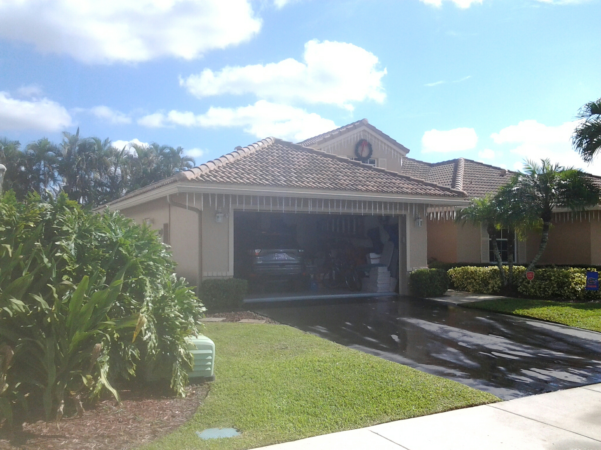 Davie, FL - Clean edges and  roofacide roof