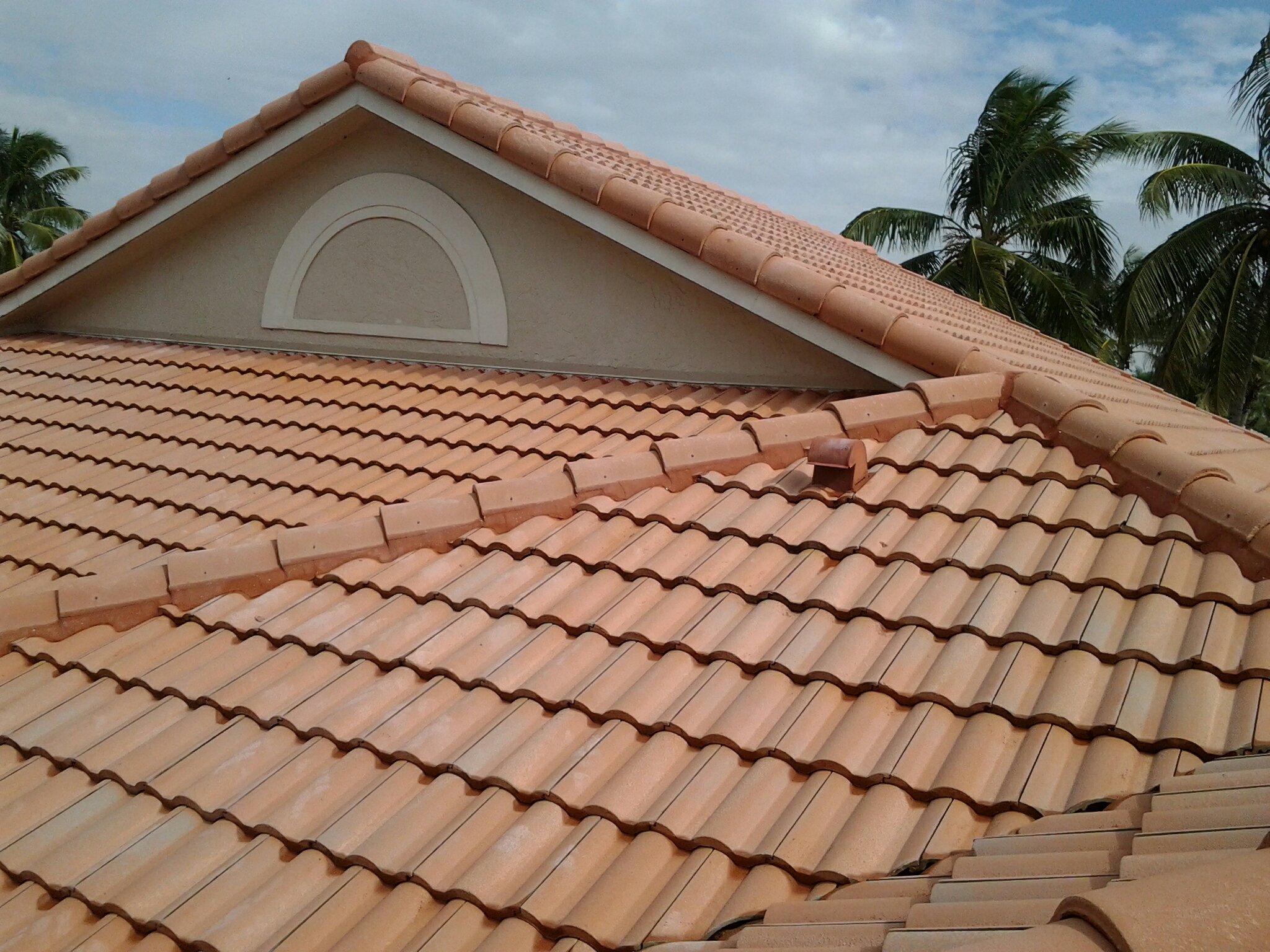 Plantation, FL - Pressure clean and roof a cide roof glue 8 tiles
