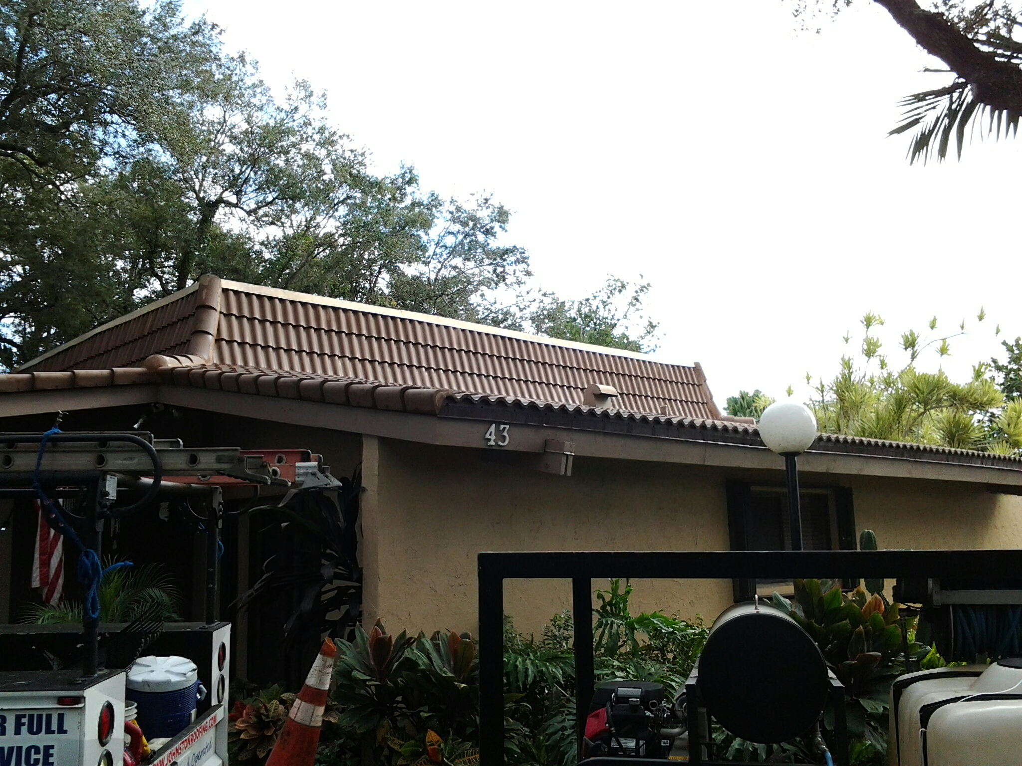 Weston, FL - Pressure clean and roof a cide roof glue 10 tiles