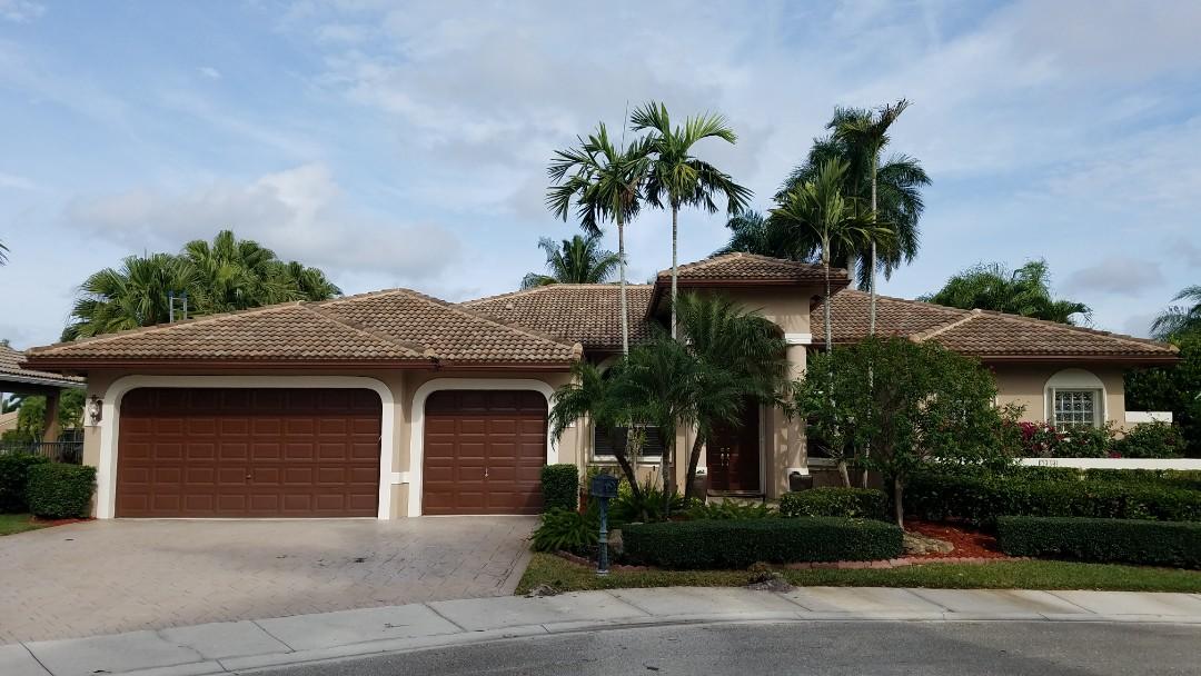 Weston, FL - Roof cleaning estimate in Weston,FL