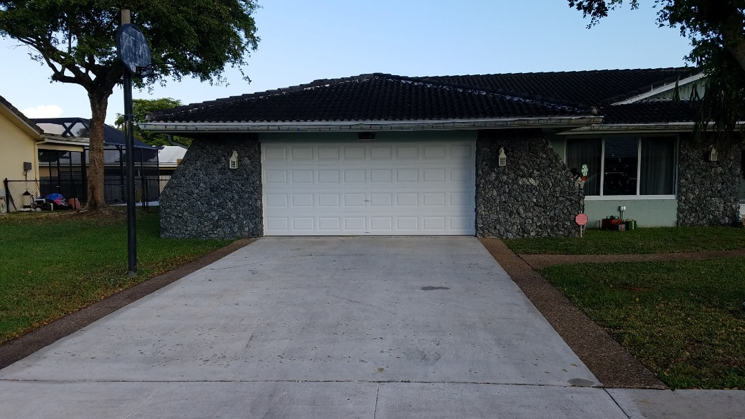 Plantation, FL - Tile and flat re-roof is signed up in Plantation, FL