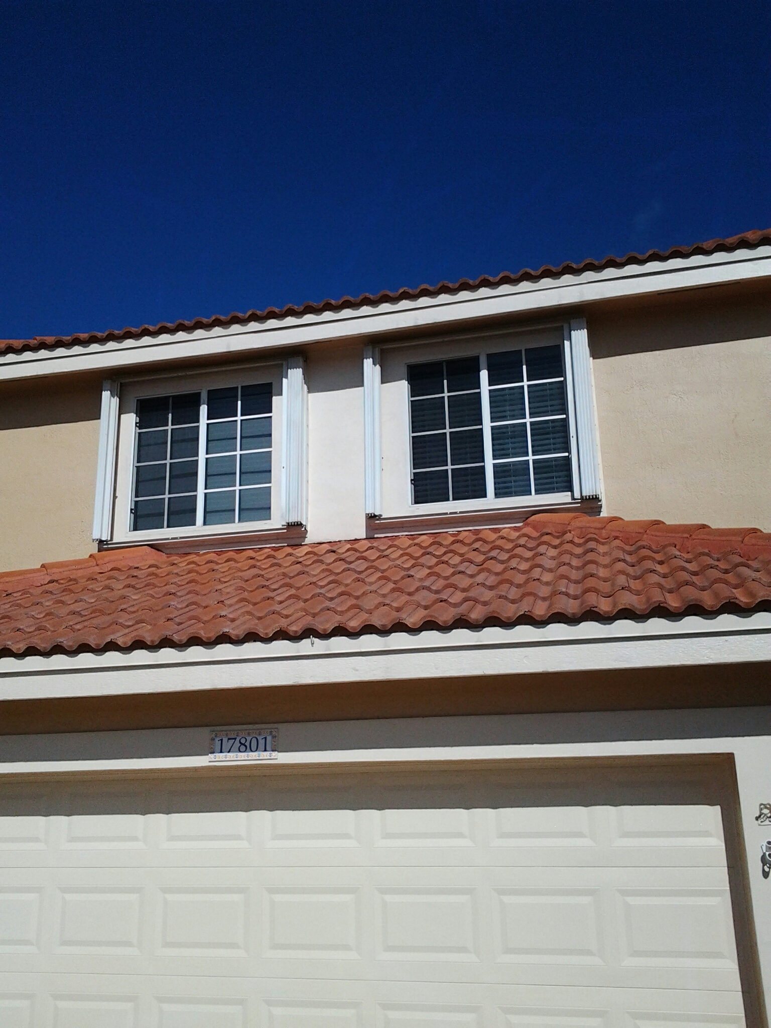 Pembroke Pines, FL - Clean edges and roofacide roof