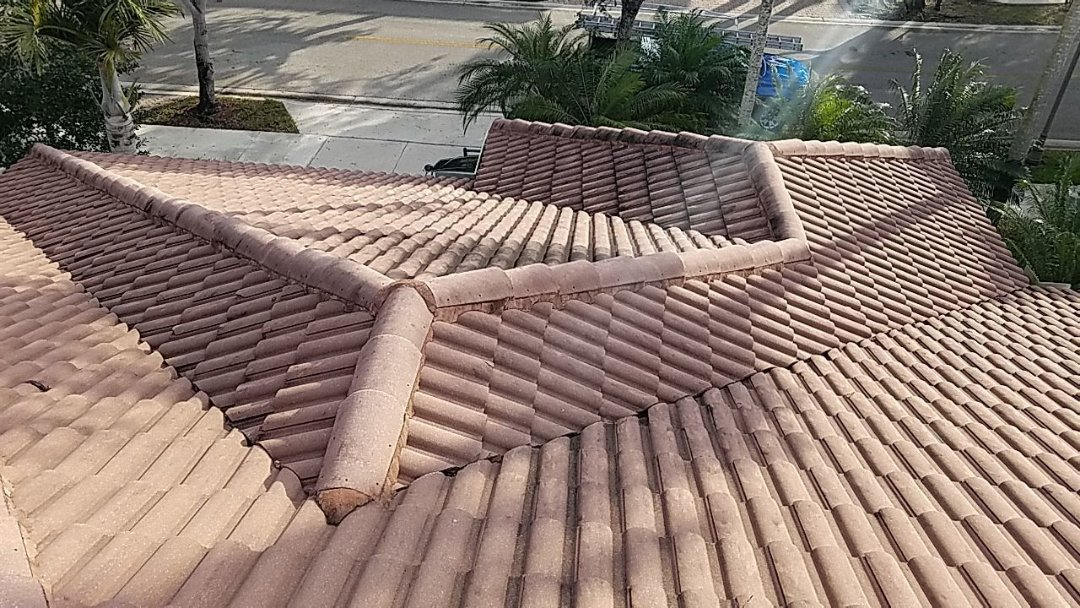 Weston, FL - Roof cleaning and maintenance estimate in Weston,FL