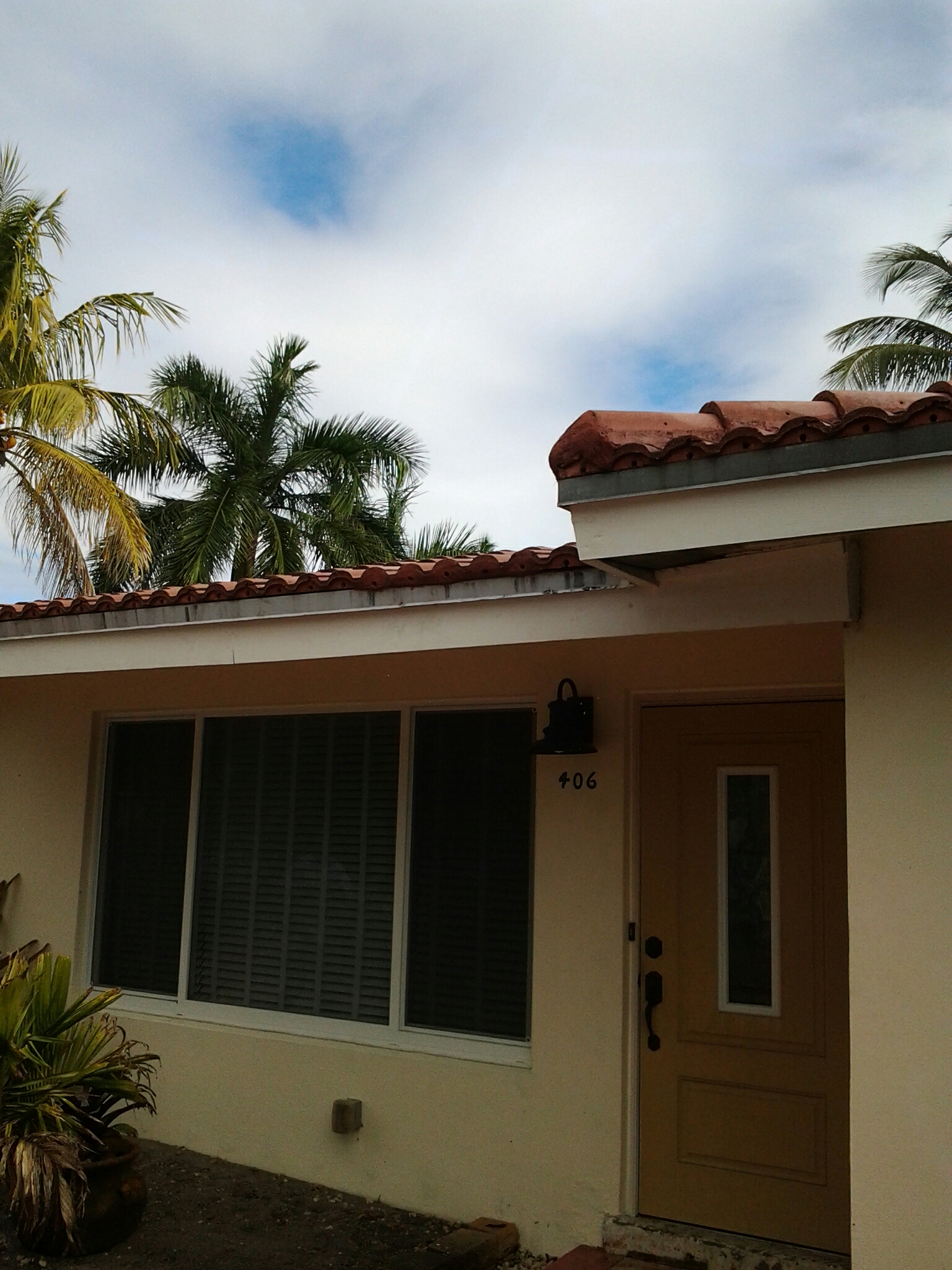 Fort Lauderdale, FL - Pressure clean and roof a cide roof