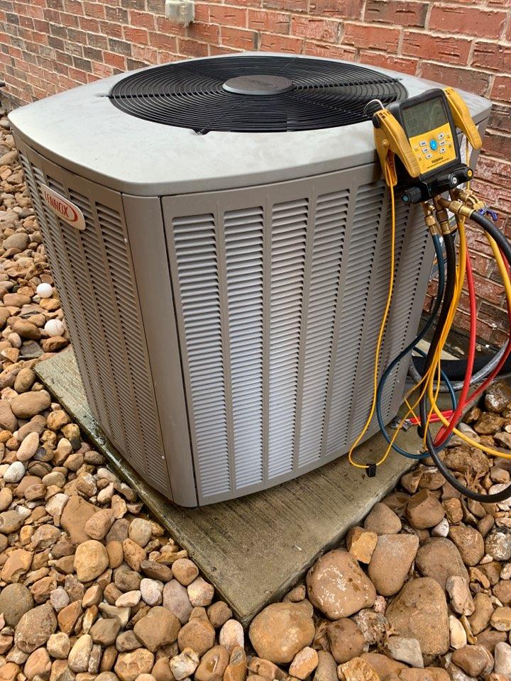 Richardson, TX - Leaking evaporator coil lennox. In Richardson Tx.