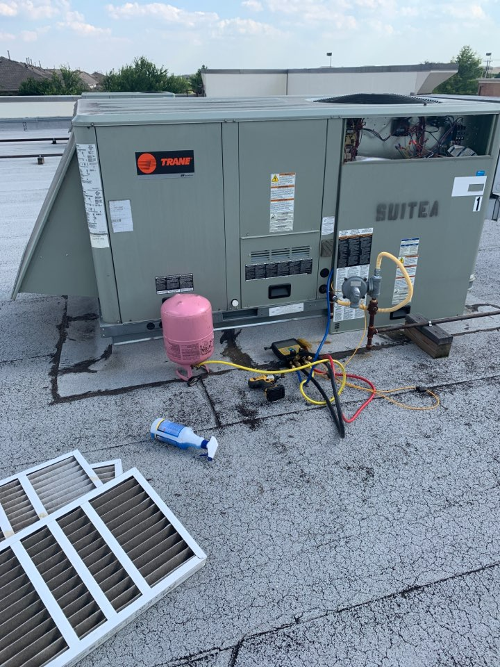 Plano, TX - Adding 410a in plano . Rooftop unit. Leaking evaporator coil