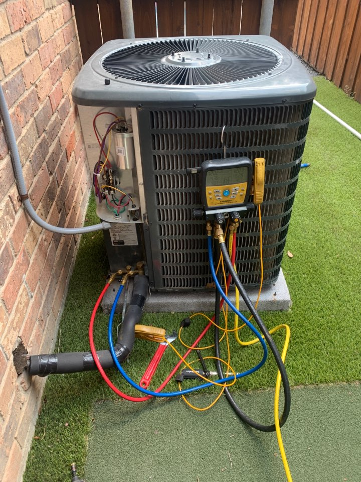 Plano, TX - In plano tx fixing a leak on this goodman condenser.