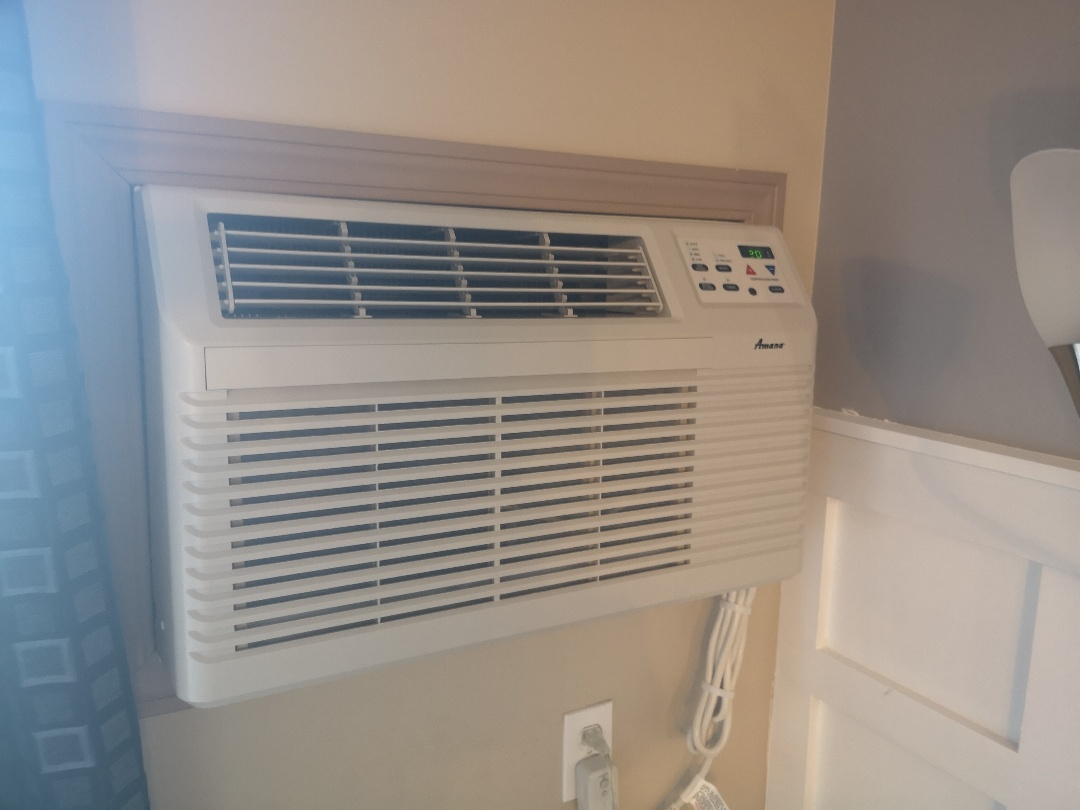 Lloydminster, AB - Amazing Amana Condo Air conditioner for relief in those hit stuffy condos, quiet and energy efficient!!!