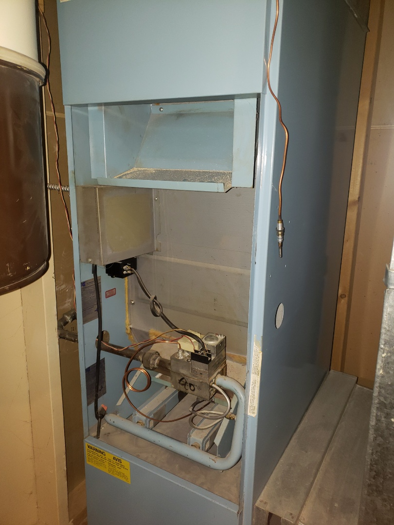Lloydminster, SK - Just tuned up this nice ICG furnace.