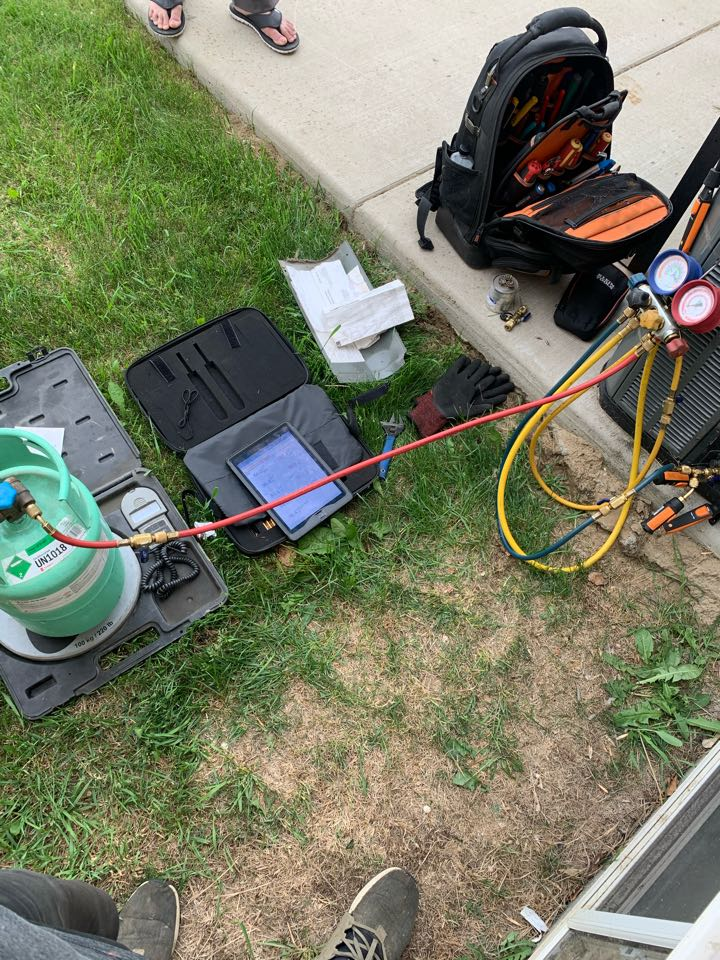 Lloydminster, SK - Weekend AC troubleshoot to make sure this heat I doesn't stand a chance.