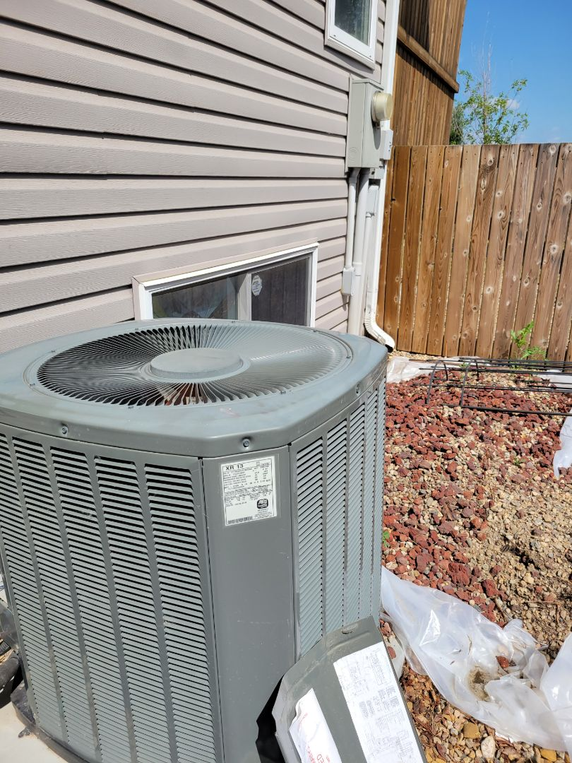 Lloydminster, SK - Just earned up ac unit and replaced a capacitor.