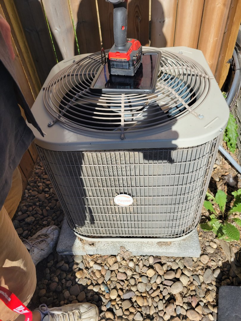 Lloydminster, SK - Just diagnosed a problem with a customers ac unit. Replacing the txv valve.