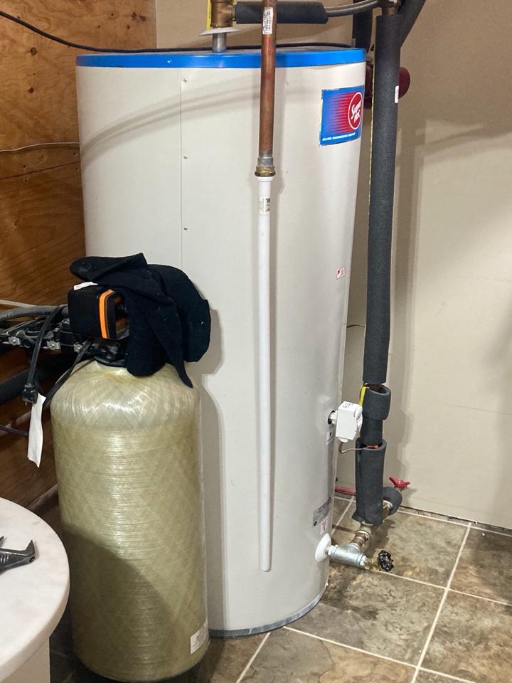 Lloydminster, AB - Assess water heater leak, providing estimates for replacement.