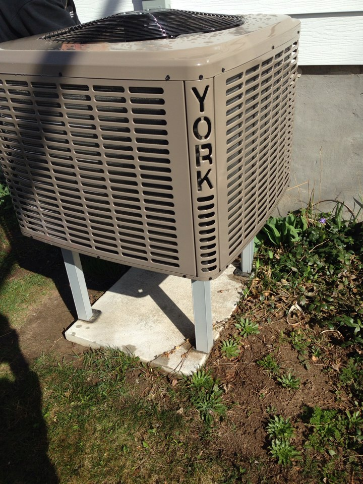 Nottawa, ON - York Air Source Heat Pump maintenance and Tune Up