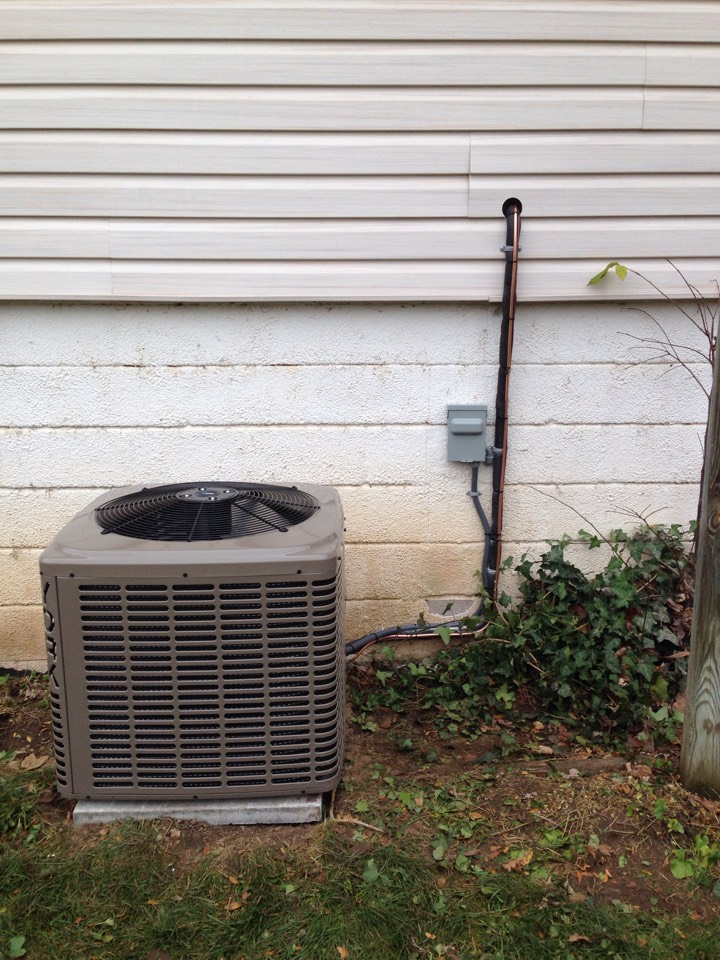Creemore, ON - York 1.5 ton air conditioner installation with new refrigerant lines and electrical disconnect