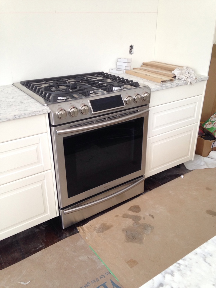Elmvale, ON - Gas range installation