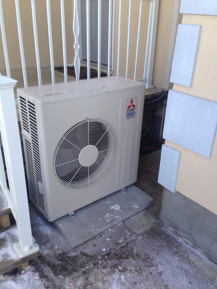 Wasaga Beach, ON - Mitsubishi ductless air conditioner installation