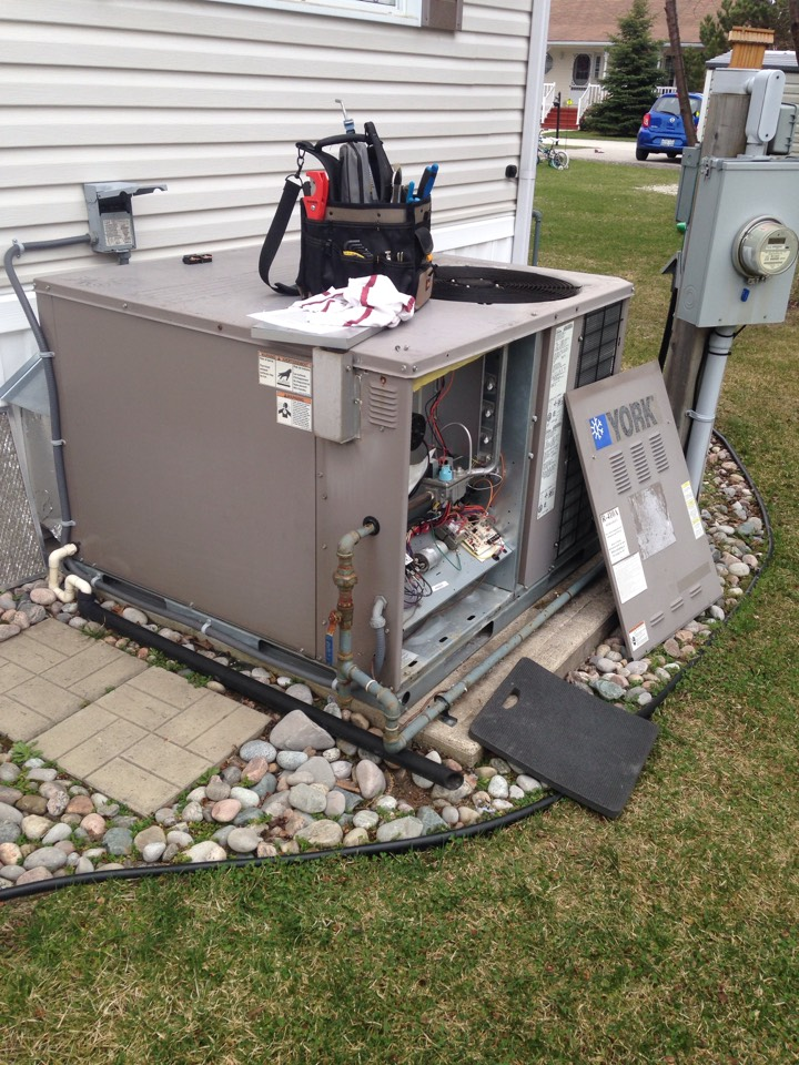 Wasaga Beach, ON - York gas packaged unit maintenance and cleaning