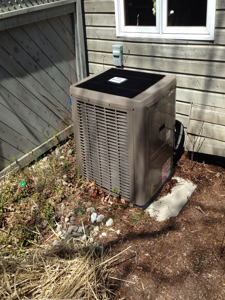 Wasaga Beach, ON - Cleaned and service York gas furnace and air conditioner