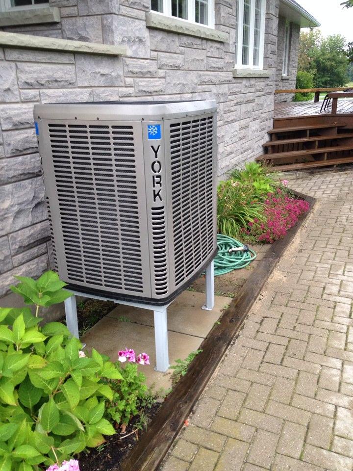 Nottawa, ON - Fall maintenance for an air source heat pump.