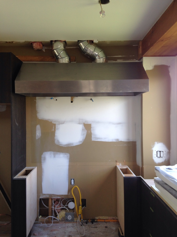 Blue Mountains, ON - Range hood installation