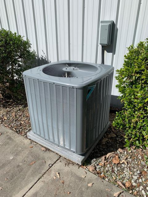 New Bern, NC - Furnish and Install new 5 Ton 14 SEER 104 K BTU Daikin 90% AC Gas