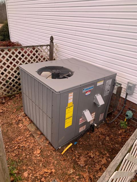 Macclesfield, NC - Installed 3.5 Ton 16 SEER Daikin Gas Package Unit.