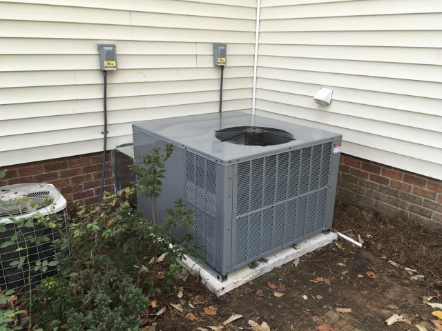 Winterville, NC - Installed a Daikin 2.5 Ton  14 Seer Gas Package System.