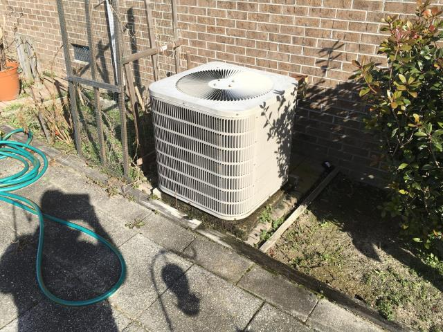 Farmville, NC - Performed preventative maintenance on Goodman Split Heat pump system. Priced new Daikin 3.5 ton 14 seer Split heat pump.