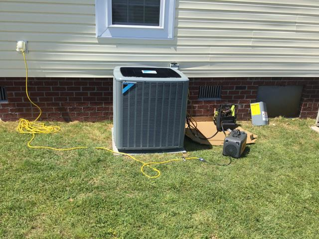 Grifton, NC - Installed 16 Seer Daikin Split Heat Pump System.