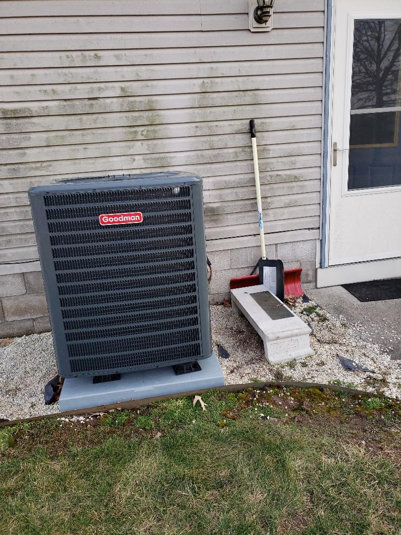 Neosho, MO - Replacing a worn out heat pump with a new high efficiency 16 SEER heart pump.