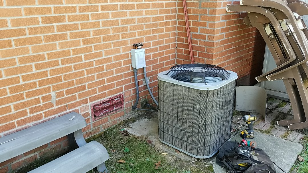 Miami, OK - Service ac.  Air conditioner repair because unit is not cooling.