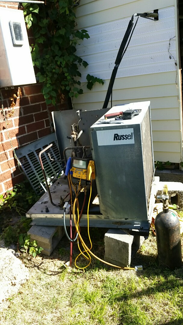 Seneca, MO - Refrigeration service call. Replaced compressor on a Walk-in cooler