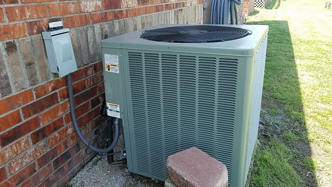 Miami, OK - Heat pump repair repair leak in a Rheem heat pump in rural Miami Oklahoma