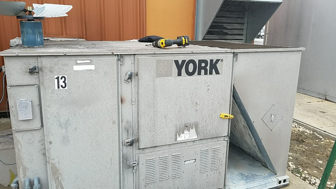 Miami, OK - Air conditioner repair. Repair the leak in a 7 1/2 ton York packaged air conditioner near Miami Oklahoma