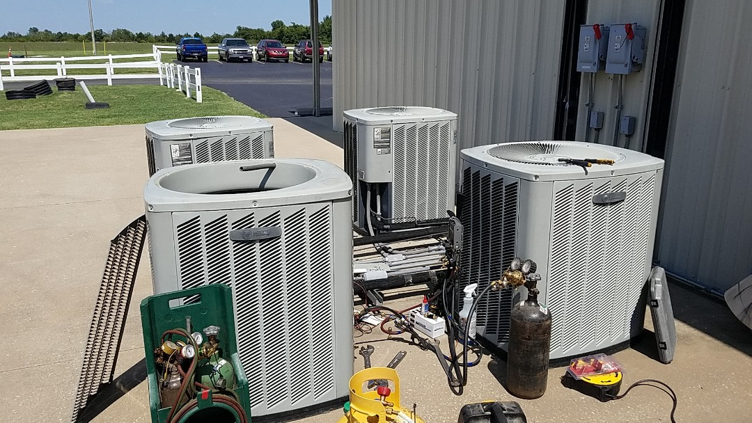 Miami, OK - Repair a leak in a Trane heat pump for an IT room near Miami Oklahoma