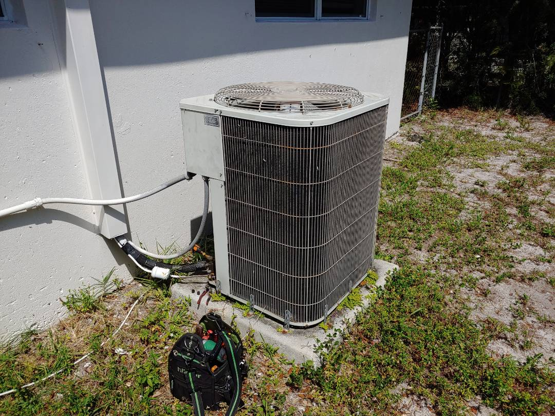 Fort Lauderdale, FL - Water leak on Bryant Air Conditioning in Fort Lauderdale family drain pipe and pan was cleaned and operating ok, another happy family in Fort Lauderdale on Saturday