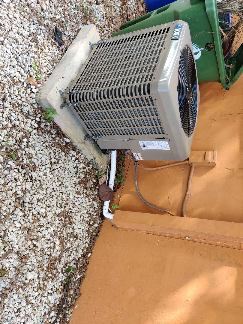 Replacing warranty Condenser Fan Motor in York Unit an customer in Fort Lauderdale