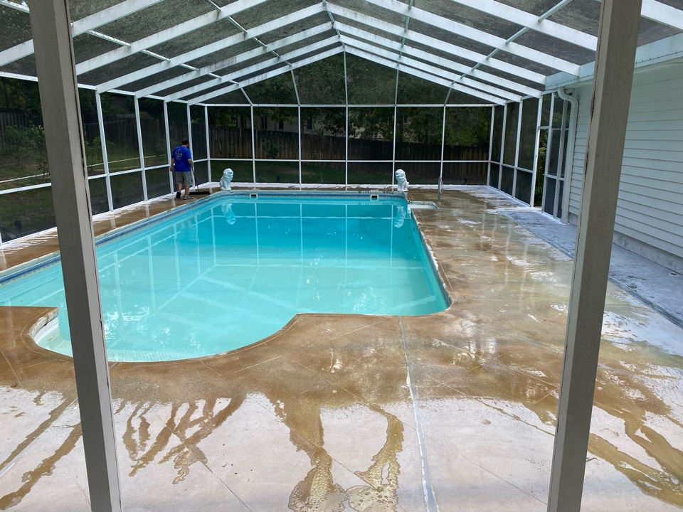 Tallahassee, FL - Today we're acid etching this concrete pool deck project in preparation for our Graniflex concrete coating system. It's our last step in preparation for this system.