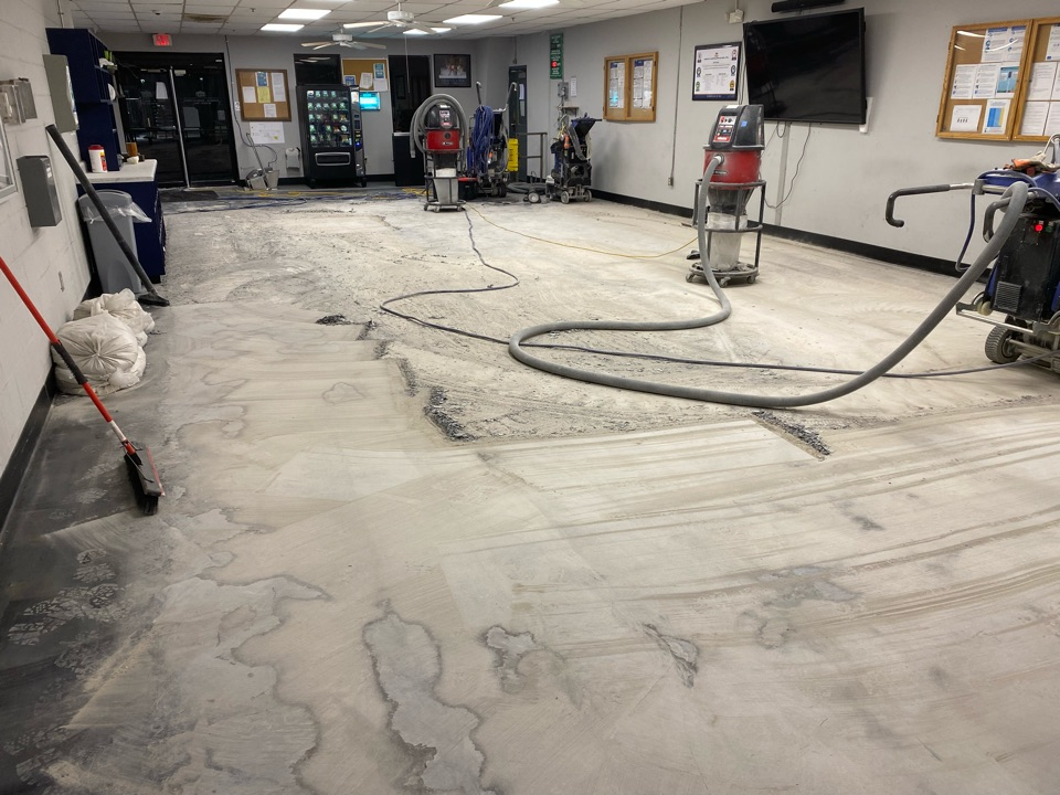 Bainbridge, GA - Day #1 complete with concrete grinding. This epoxy coating is coming off pretty good. Time to clean this concrete and back tomorrow.