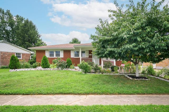 Louisville, KY - Cozy family home located in the Cloverleaf neighborhood of Shively.